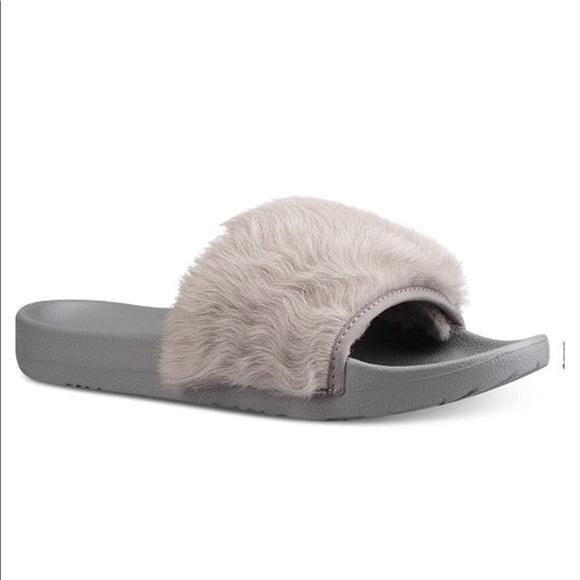 6b88bd5028f UGG women royals pool slides sandels/flip flops ❤️ Boutique
